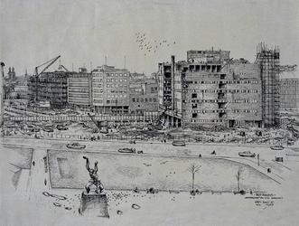 XIV-478-01-07-00-02 Rotterdam-ondergang van een warenhuis. Het slopen van de Bijenkorf met beeld van Zadkine, uit het oosten.