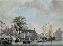 XIV-57 Gezicht op de Zeevismarkt aan de noordzijde van de Blaak, met links daarvan de Soetenbrug en rechts de Blaak en ...