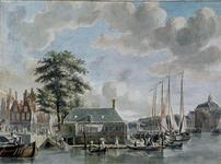 XIV-59 Gezicht op de Zeevismarkt en omgeving uit het westen. Links de Soetenbrug, rechts van de vismarkt een gezicht in ...