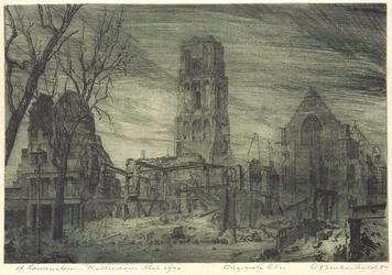 XVIII-128-00-05-01 Gezicht op de Grote of Sint Laurenskerk, met de verwoeste omgeving van de Grotemarkt, uit het zuiden.