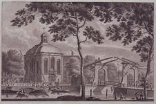 XVIII-286 Gezicht op de Lutherse kerk aan de Wolfshoek met de Keizersbrug uit het noordoosten.