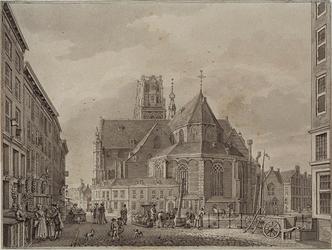 XVIII-51 Gezicht op de Grote Kerk uit het oosten van de Boerenvismarkt af.