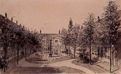 XX-85-04 De binnenplaats van het Hofje van Gerrit de Koker, aan de Goudsesingel.