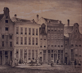 XXIV-37 Hotel de Arend in de Hoogstraat uit het zuidwesten.