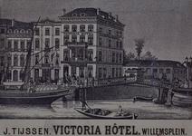 XXIV-87 Gezicht op het Victoriahotel.