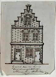 XXV-673 Voorgevel van een huis aan de Vissersdijk, oosthoek Nieuwsteeg.3 tekeningen op één karton: XXV 672, 673 en 674.