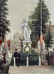 XXVI-17-00-02-2 Gezicht op het tijdelijke standbeeld van de koning Willem III op de Grote Markt, op de achtergrond ...