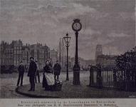 XXVI-48A Elektrische klok op de Oosterkade, op de achtergrond de Oudehaven met Koningsbrug. Panden links is de Gelderse ...