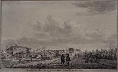 XXXI-89 Gezicht op de zeedijk (later Havenstraat genoemd) uit zuidelijke richting. Links de scheepswerf van de VOC met ...