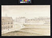 IX-830-03-02 Links de Eben Haëzer kleuterschool aan de Van Eversdijckstraat. Midden en rechts de Pleinweg.