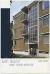 PBK-10513 Serie van 10 prentbriefkaarten met hoogtepunten uit honderd jaar sociale woningbouw getiteld 'Een beeld van ...