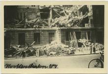 PBK-10640 Gezicht op de door het Duitse bombardement van 14 mei 1940 getroffen zuidelijke gevel van het postkantoor aan ...
