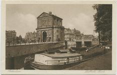 PBK-10698-2 De Delftse Poort aan het Delftsepoortplein. Rechts de Schiekolk en de Schiebrug met op de achtergrond de ...