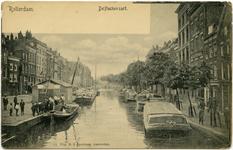PBK-10713 De Delftsevaart en links het Haagseveer, gezien vanaf de Raambrug, ter hoogte van de stoombootdienst naar Den ...