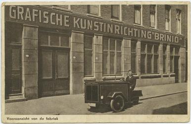 PBK-10747 De voorzijde van de Grafische Kunstinrichting Brinio aan de Generaal van der Heijdenstraat.
