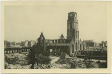 PBK-10757 Gezicht op de door het Duitse bombardement van 14 mei 1940 getroffen Sint-Laurenskerk en omgeving, als gevolg ...
