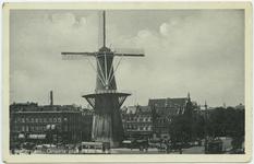 PBK-10801 Molen de Noord aan het Oostplein. Op de achtergrond links het Achterklooster en rechts de Goudsesingel, uit ...
