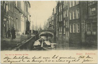 PBK-10819 Het Steiger met op de achtergrond de Weezenbrug. Links de achterzijde van de Sint-Dominicuskerk.