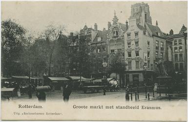 PBK-10826 De Grotemarkt met rechts het standbeeld van Erasmus. Op de achtergrond de Wijde Marktsteeg.