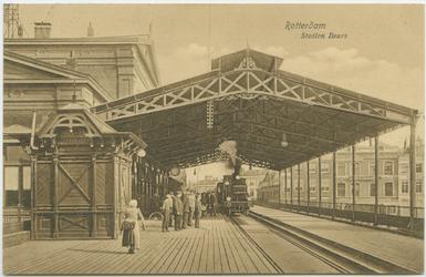 PBK-10859 Een trein komt station Beurs aan het Beursplein binnen.
