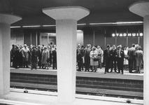 1968-115-EN-1968-117 Metrostation Stadhuis onder de Coolsingel.Excursie van RET personeel.Van boven naar beneden ...