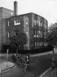 1968-776 Lagere school ,,Sonnevanck aan het Mijnsherenplein. Links de Moerkerkestraat.