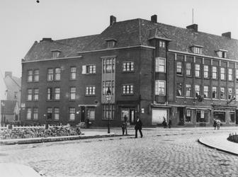 1968-982 Gezicht op het P.C. Hooftplein