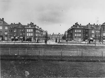 1968-984 Gezicht in het P.C. Hooftplein met op de achtergrond de Huygensstraat