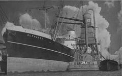 1969-349-2 Het schip Alphacca aan de Lekhaven. Rechts een elevator.