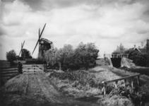 1972-1272 Berkelse watermolens aan de overzijde van de Zweth.Sluis (onder voetbrug) in de Zwethkade.