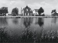 1972-1543 De Rottekade, gezien vanaf de Bergse Linker Rottekade, ongeveer ter hoogte van huisnummer 412. Vanuit het ...