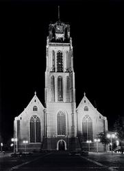 1973-1130 De Sint-Laurenskerk, gezien uit het zuidwesten, vanaf de Sint-Laurensplaats. Illuminatie t.g.v. het 25-jarig ...