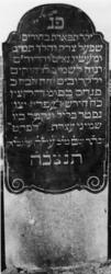 1974-4902 Een grafzerk op de Israëlitische begraafplaats aan het Toepad, rij 12 nummer 29.