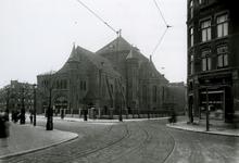 1976-11587 Sint-Barbara kerk aan de Crooswijkseweg, hoek Pijperstraat en Crooswijksestraat.