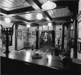 1976-2062 Het museum van de firma Hulstkamp distilleerderij en likeurstokerij aan de Maaskade 120 t/m 126.