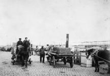 1976-437 Sleeperswagens op de Oosterkade aan de Maasboulevard.
