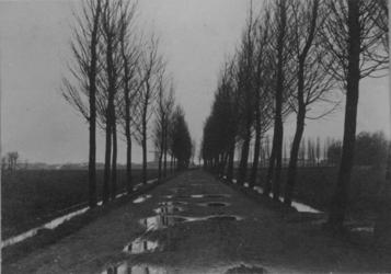 1976-496 Gezicht op de Beukelsdijk en Spoorsingel.
