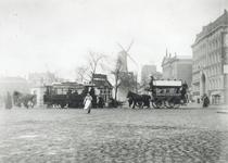 1976-507 Gezicht op de Coolvest met rechts winkelgalerij de Passage en het Erasmiaans Gymnasium.Op de achtergrond ...