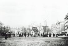 1976-531 Gezicht op de Coolvest met rechts een deel van winkelgalerij de Passage en het Erasmiaans Gymnasium en op de ...