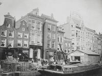 1976-536 Het Haagseveer panden 36-42, bij de Paddengang (na het pand naast Van den Toorn), gezien vanaf de Raambrug.