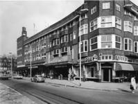 1977-525 Bioscoop Colosseum op nr. 78 aan de Beijerlandselaan. Rechts de hoek Groningerstraat.