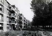 1978-1610 De Boezemweg, ter hoogte van de Veemarktstraat, in noordelijke richting. Achterzijde de Willem Smalthof.
