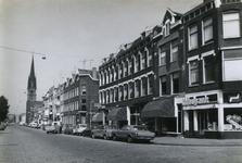 1978-1621 De Goudse Rijweg, uit het oosten, hoek Meubelstraat. Op de achtergrond de rooms-katholieke kerk ...