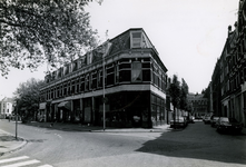 1978-1683 Crooswijkseweg, hoek Crooswijksekade, uit het oosten. In het midden de Koepelstraat.