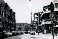 1978-1686 Crooswijkseweg, vanaf hoek Koepelstraat, naar het zuidwesten.