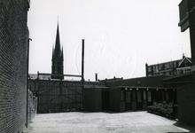 1978-1690 Oude en nieuwe huizen aan de Crooswijkseweg. Linkerzijde het oude pand van Jamin op de hoek met de ...