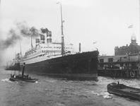 1978-2766 De Wilhelminakade met het schip s.s. Statendam van de Holland-Amerika Lijn..
