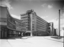 1978-3317 Fabriek- en kantoorgebouwen van Van Nelle vanaf de terreiningang, aan de Van Nelleweg nummer 1.