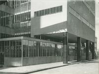 1978-3374 Schakelkamer van het febrieksgebouw van Erven Wed. J. Nelle aan de Van Nelleweg nummer 1.