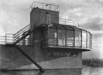 1978-3502 Buitenzijde van de tearoom boven de fabriek Erven Wed. J. Van Nelle, aan de Van Nelleweg nummer 1.